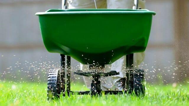 Lawn & Shrub Fertilization